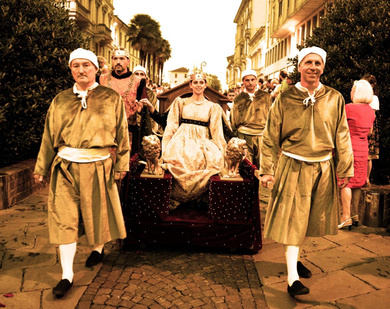 Corteo storico di Monza  si torna all anno 1345 - Monzareale 3668ecba634b